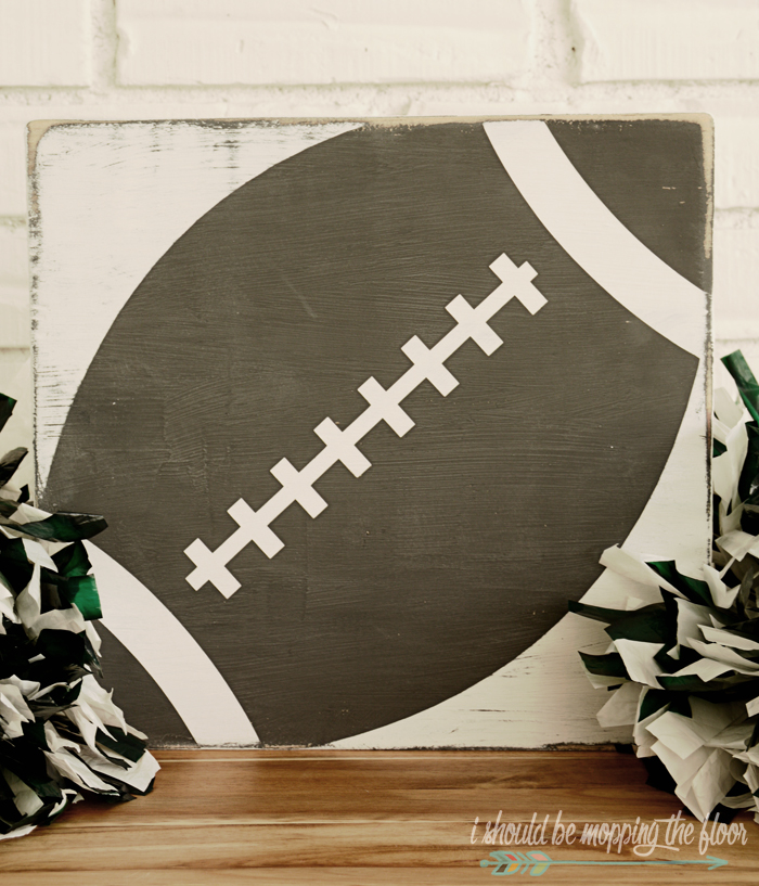 DIY Vintage Football Sign : Fun painting technique to create this fun sports artwork for any room!