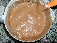 la harina, la levadura y el cacao integrados