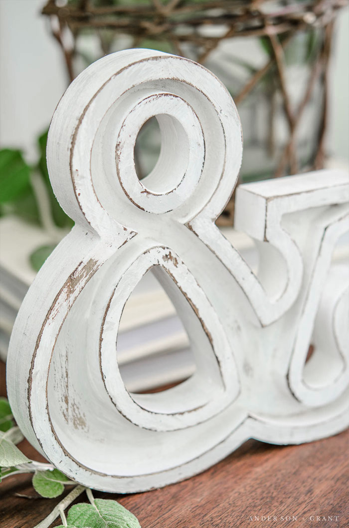 Farmhouse style letter makeover #DIY #farmhouse #farmhousestyle #andersonandgrant