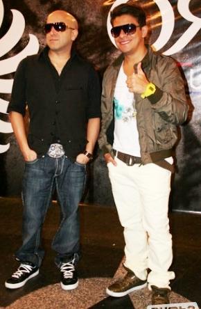 Foto de Franco y Oscarcito posando parados