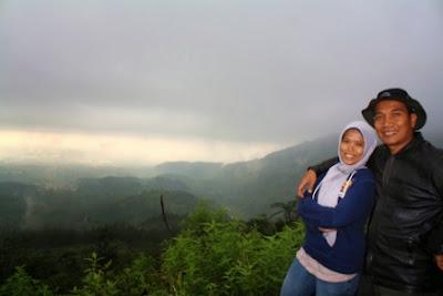 Foto berdua bersama istri.