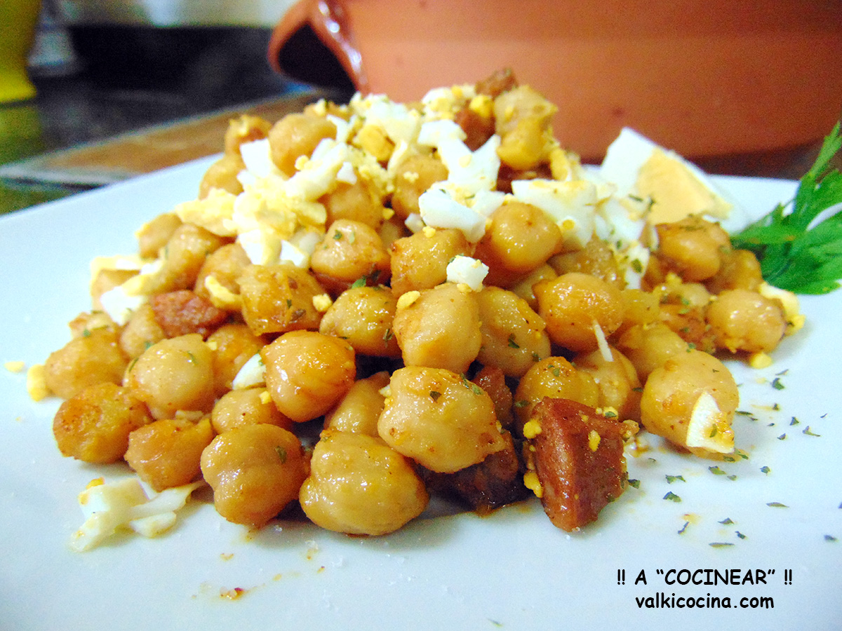 Garbanzos fritos con chorizo a cocinear recetas for Cocinar garbanzos con chorizo