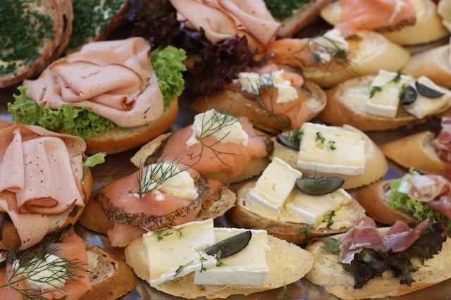 Canapees wedding finger food - Birdcage vintage wedding - Irish wedding in Bavaria, Riessersee Hotel Garmisch-Partenkirchen, wedding venue abroad