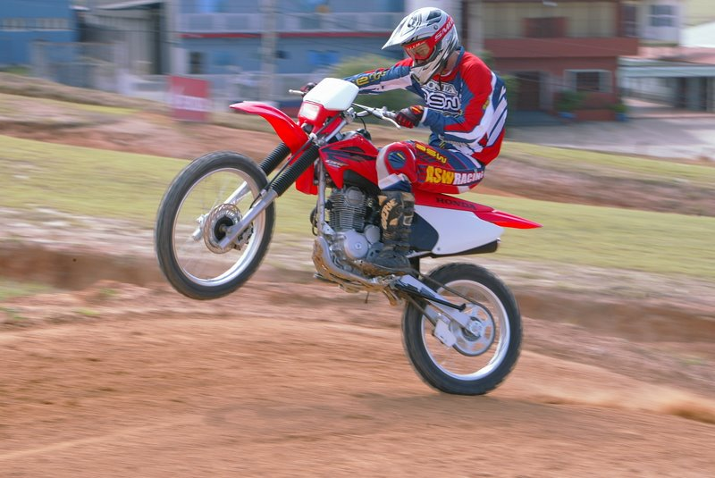 videos de motos empinando
