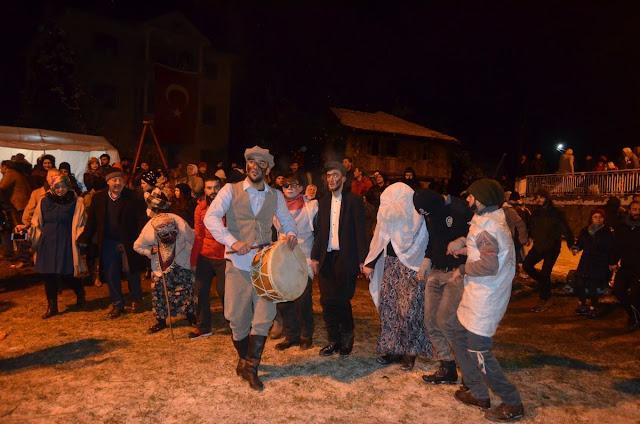 """Αναβίωσε και φέτος το έθιμο """"Καλαντάρ"""" στα χωριά της Τραπεζούντας"""