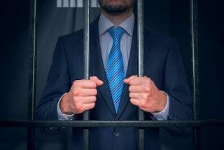agent assurance emprisonné