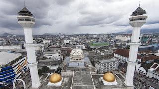 Hoax Menara Masjid Raya Bandung Roboh Telan Korban