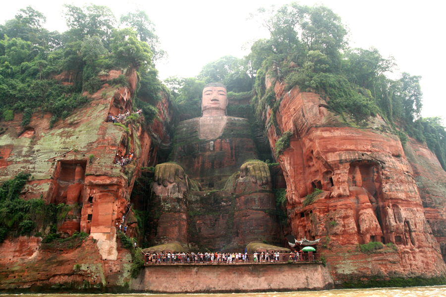 Buda tallado en Montaña