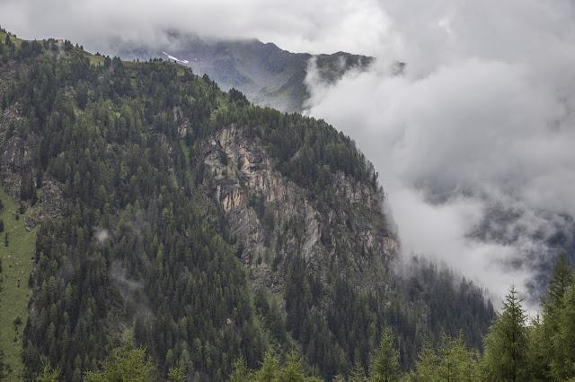 Alpines Notsignal und SOS – Was tun im Ernstfall  Verhalten im Notfall auf Bergtouren  Rufnummer und Signale 02