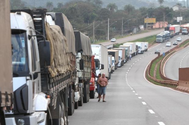 No WhatsApp, caminhoneiros prometem nova paralisação a partir de segunda-feira - Notícias, Economia