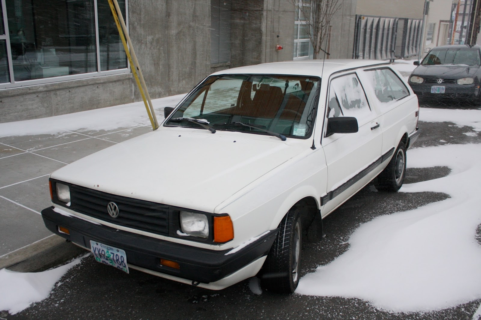 OLD PARKED CARS.: 1988 Volkswagen Fox Wagon