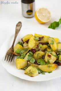 Salatka z pieczonymi ziemniakami i bobem