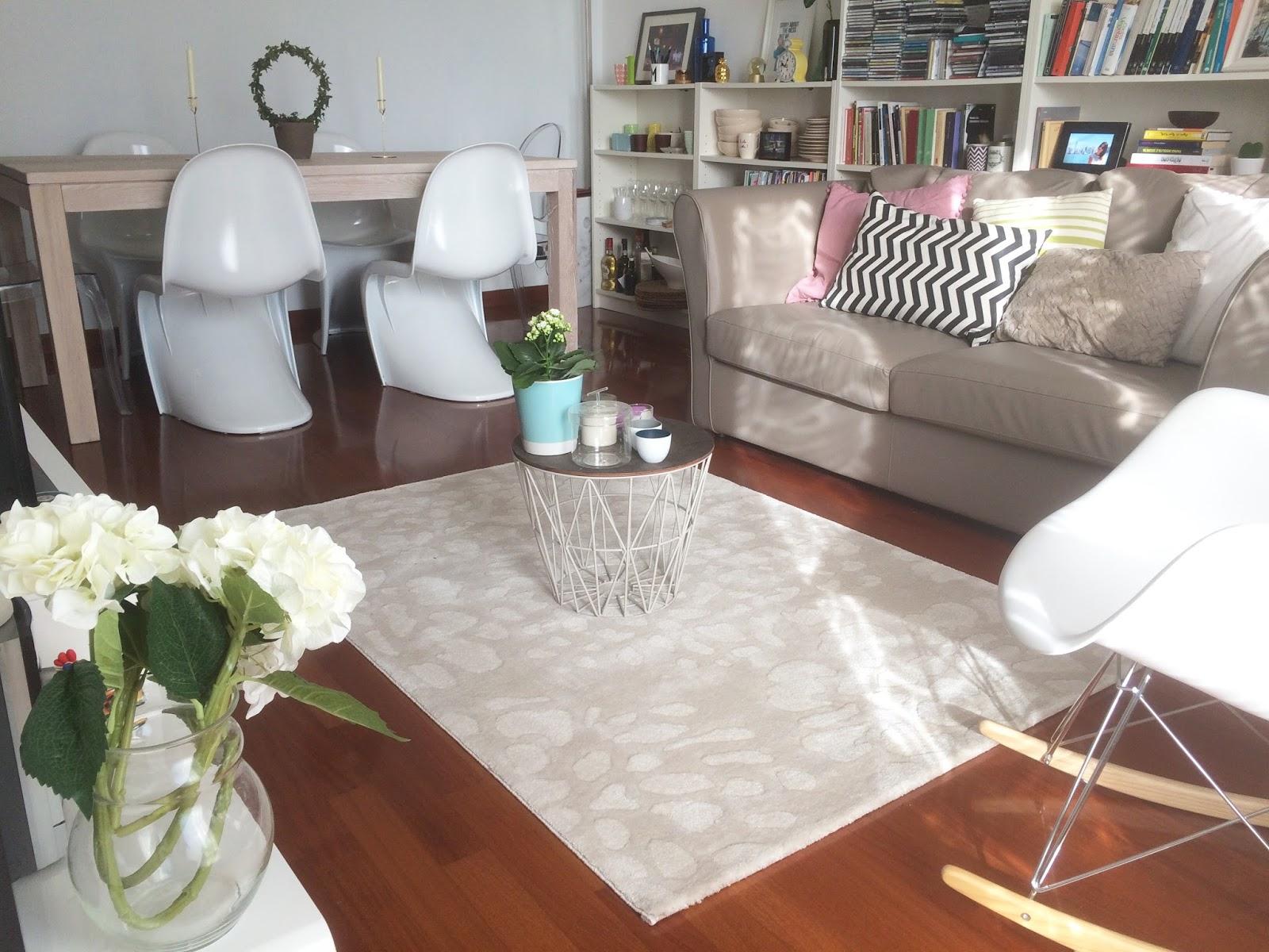 lifestyle quando un tappeto cambia il living secondo lucy. Black Bedroom Furniture Sets. Home Design Ideas