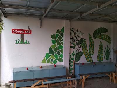 Kerjasama dalam pembuatan smoking area di Desa Pananjung