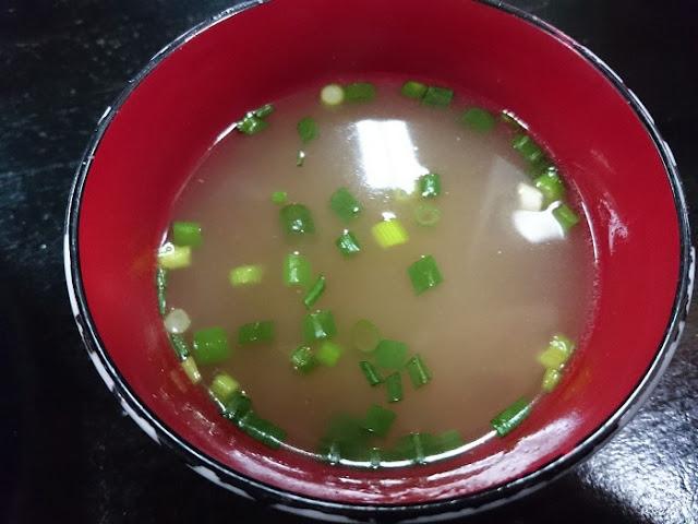 焼きそば(たまご付)のスープの写真