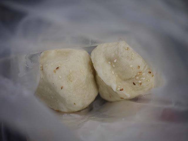 P1300859 - 清水生煎包│板凳肉圓附近的揚記生煎包,建議一定要加辣醬更對味