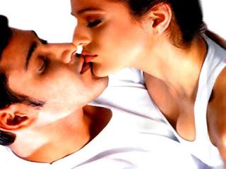 Amisha Patel And Mahesh Babu Lip Kissing To Each Others