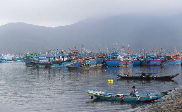 Tàu cá Việt Nam được gắn thiết bị theo dõi hành trình