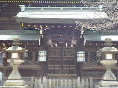 本殿前の門
