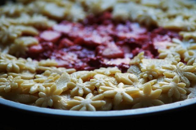 Blümchen Pie mit Apfel-Himbeerfüllung