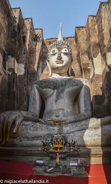 Wat Si Chum, Sukhothai, Phra Achana Buddha
