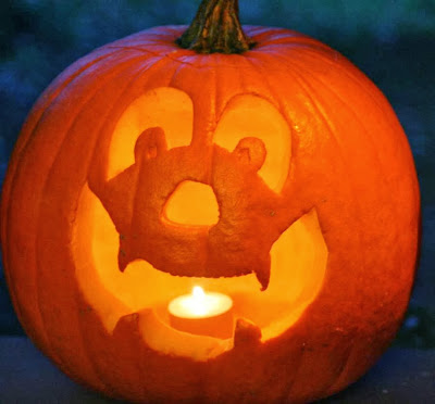 Happy Face - pumpkin carving for Halloween :: All Pretty Things