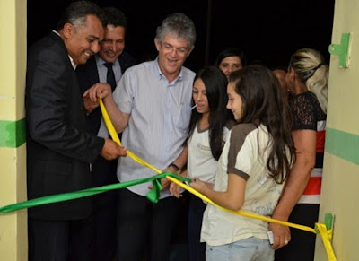 Governador inaugura Centro Educacional e escola na cidade de Prata