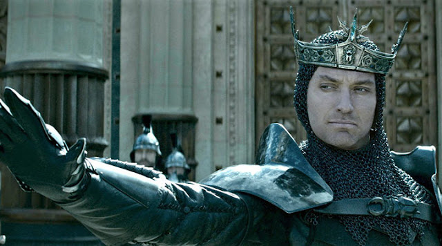 Jude Law como el malvado Vortigern, el Rey de Camelot