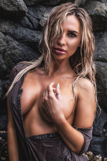 Rosanna Arkle sexy bikini photo shoot