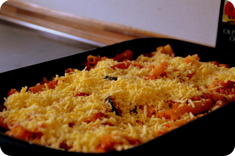 Nudelauflauf mit Zucchini und Pilzen