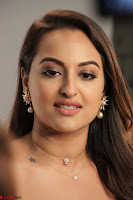 Sonakshi Sinha stunning Red Gown at Nach Baliye Season 8 interview 003.JPG
