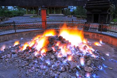 WOW, Sumber Api Ini Tak Pernah Padam Walaupun Terkena Hujan