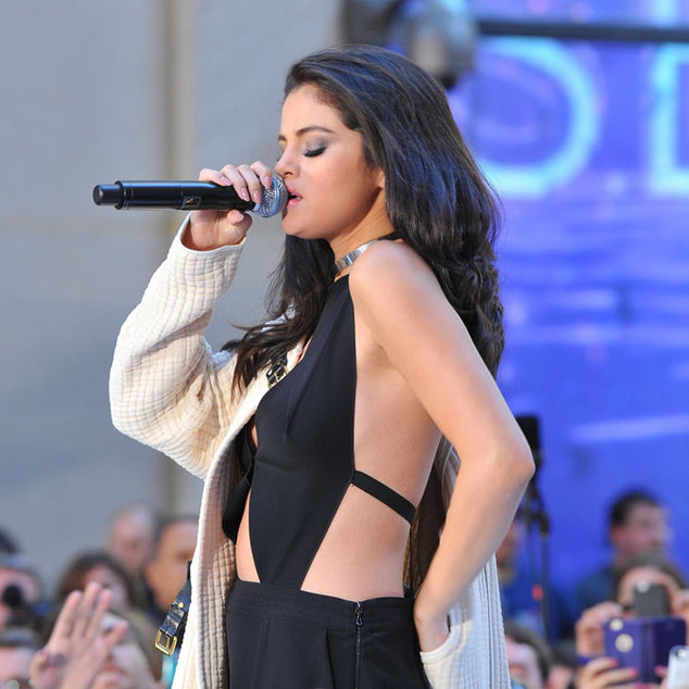 Selena Gomez in New York in concert for the Today Show on NBC