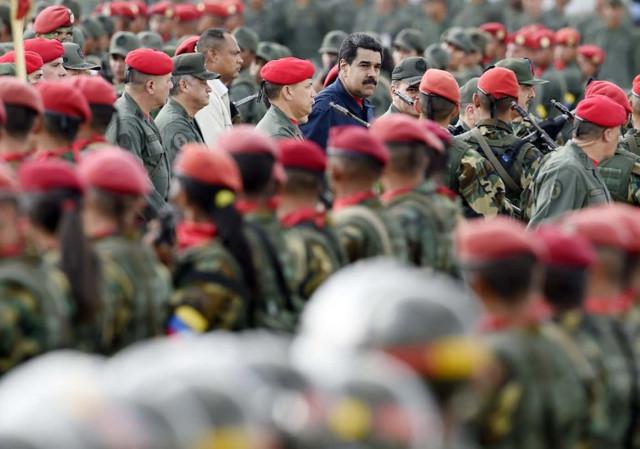 Maria Corina Machado encabeza una rebelión militar contra Maduro