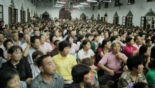 Cristianos chinos en iglesia