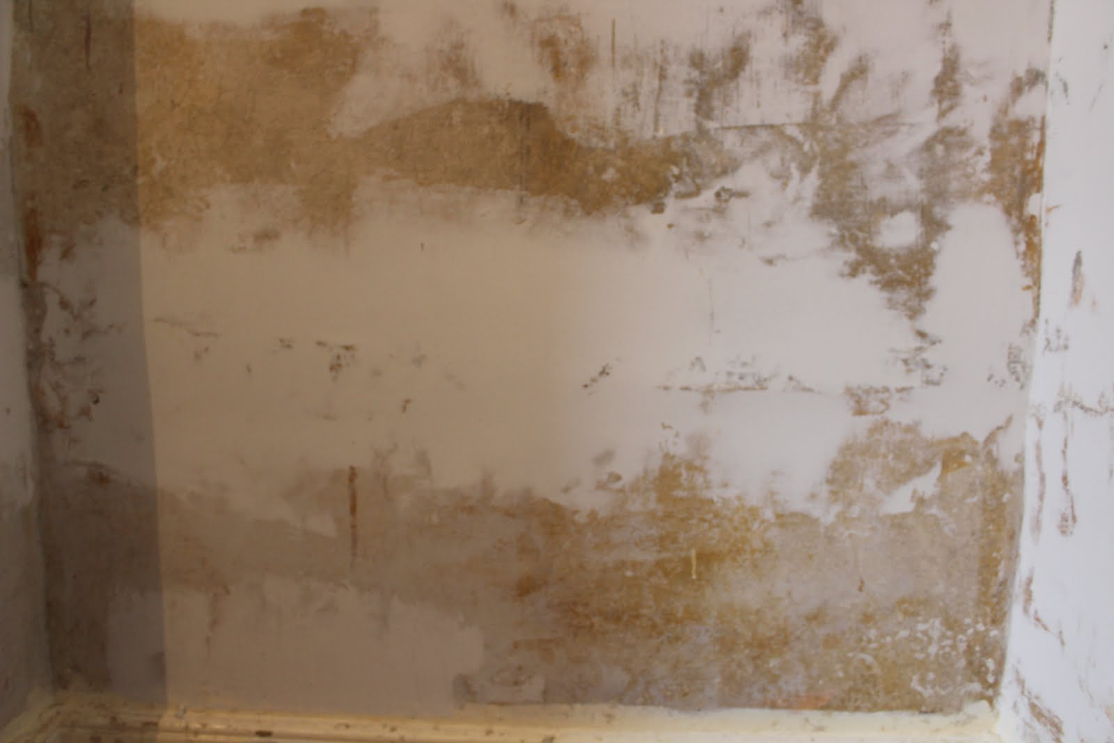 How to repair bulges in plaster