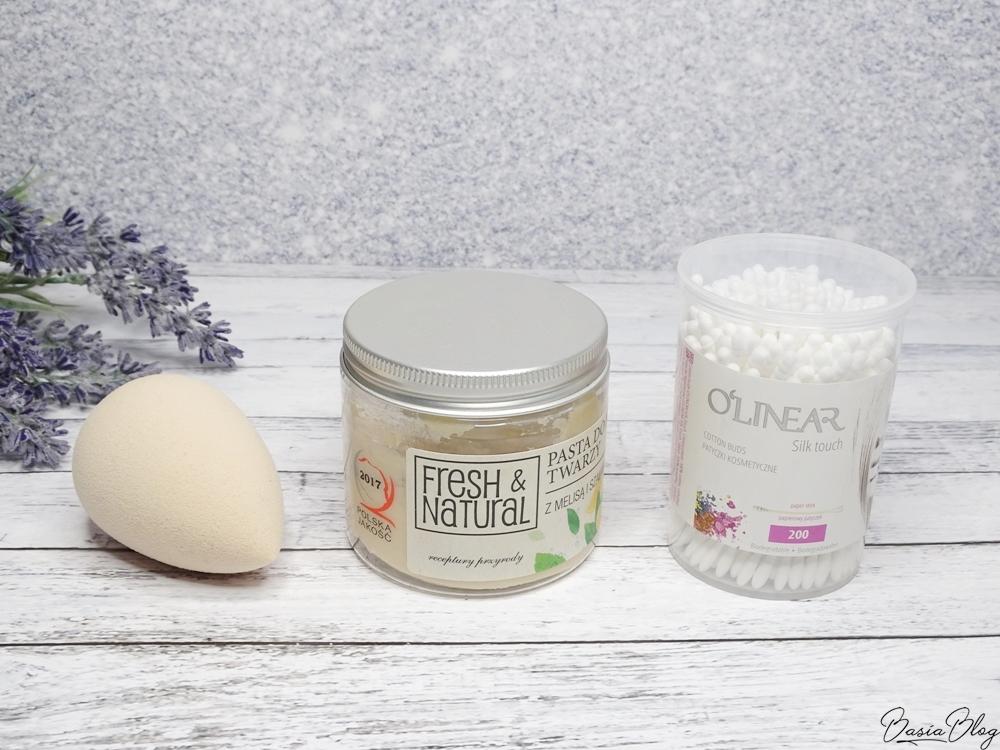 gąbeczka do makijażu Beauty Blender nude, patyczki kosmetyczne O'Linear, pasta do mycia twarzy Fresh&Natural z melisą i szałwią