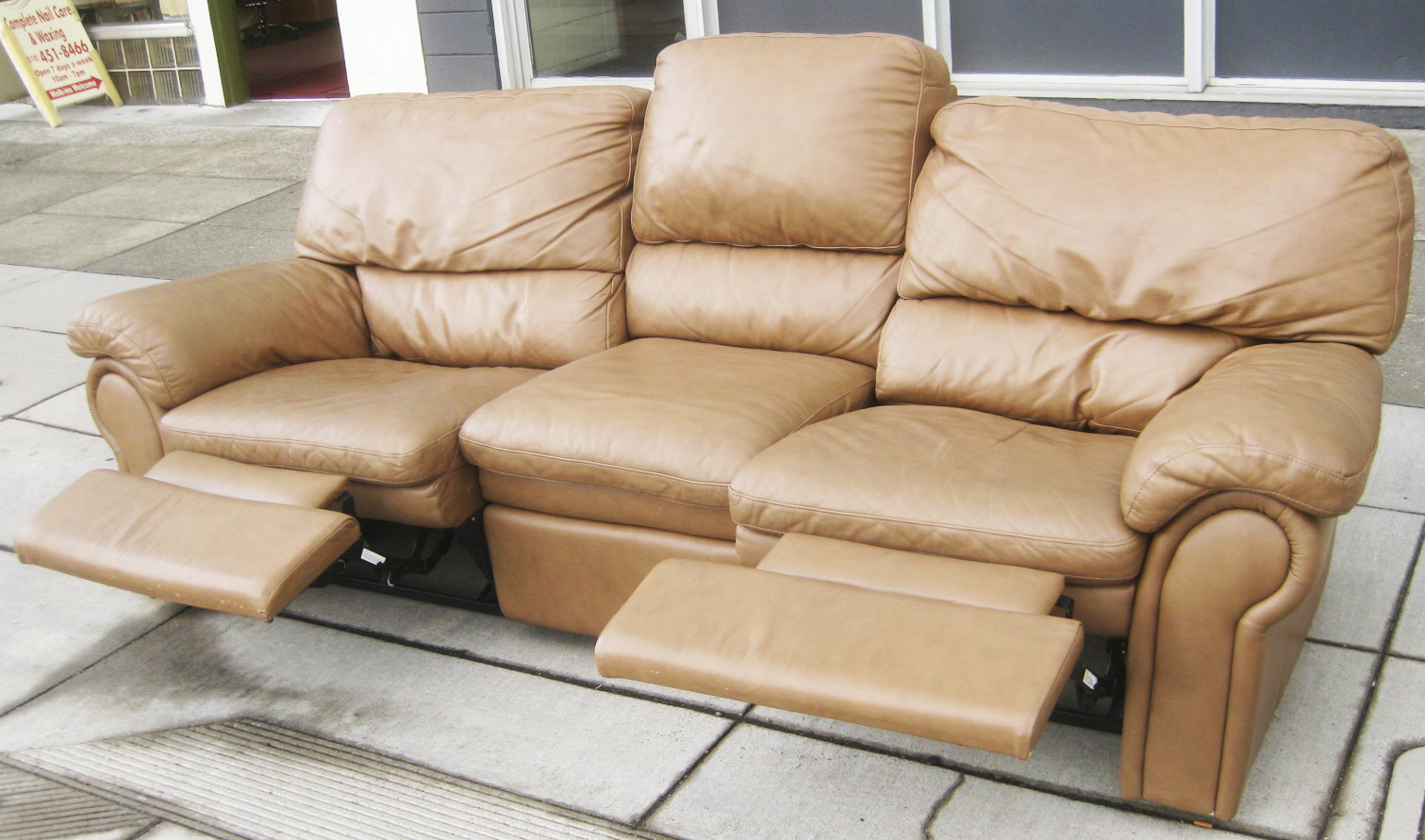 Uhuru Furniture Amp Collectibles Sold Leather Sofa With
