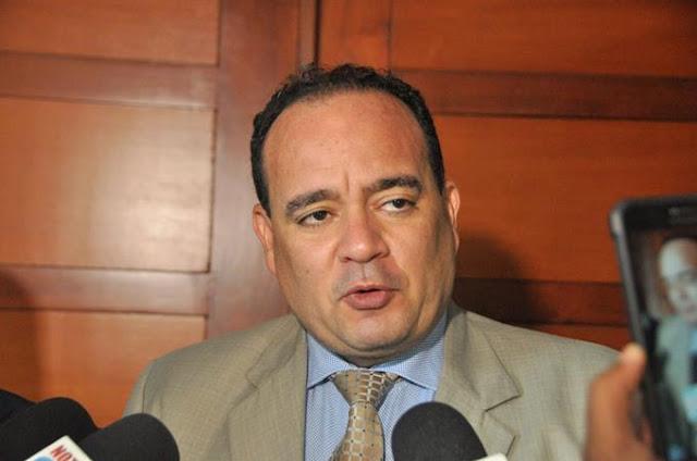 Reeligen a Surún Hernández en gremio de abogados