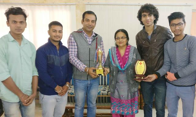 Dr. Rakesh Pathak of Nehru College got the Best Counselor Award