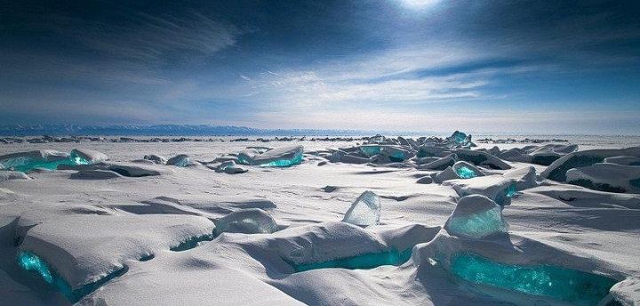 Ancaman Menakutkan di Balik Munculnya Danau Biru di Antartika