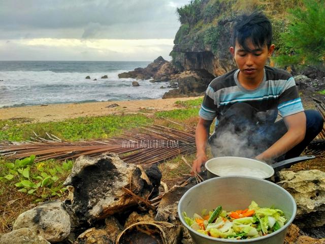 Camping di Pantai Torohudan Gunungkidul DIY