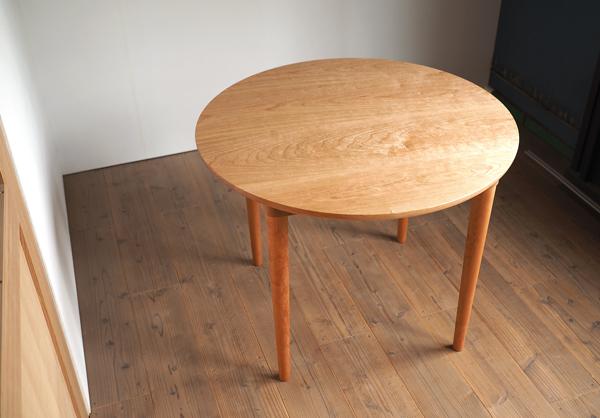 チェリー無垢の木の丸テーブル