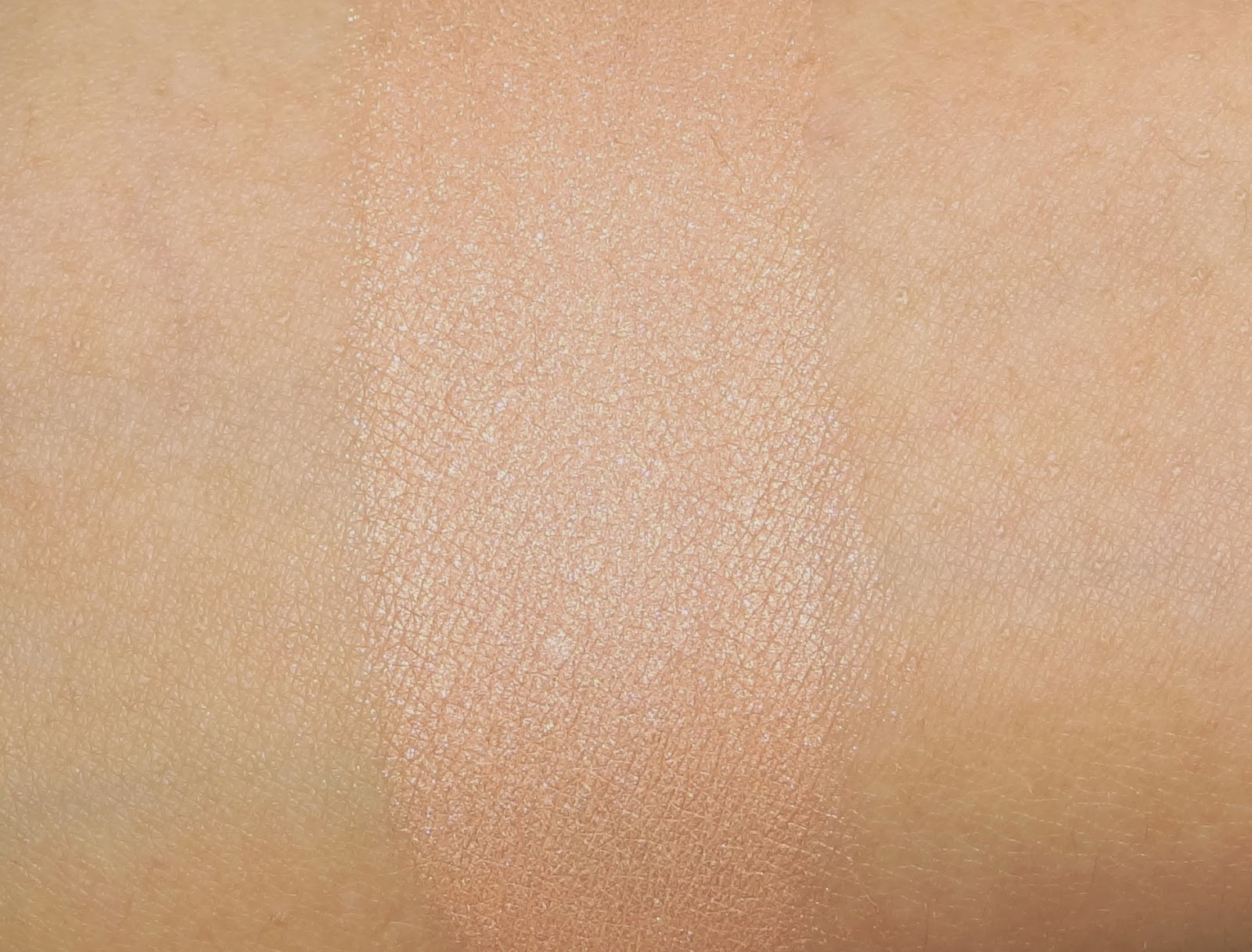 Ellis Faas Glow up highlighter swatches