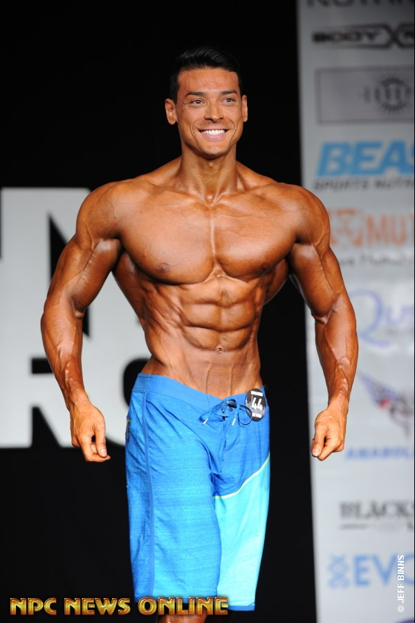 Felipe Franco se apresenta no palco do IFBB New York Pro. Foto:Jeff Binns