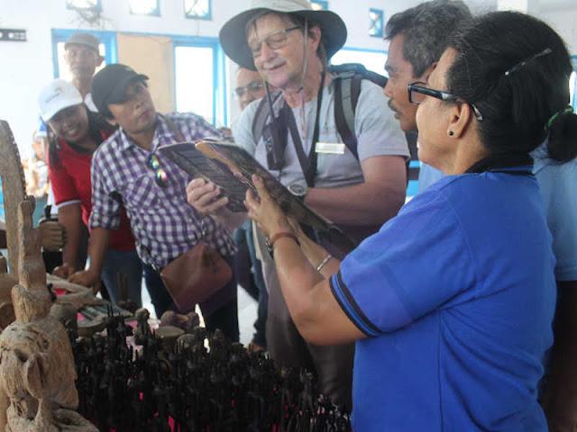 Wisatawan Mancanegara Nikmati Wisata Tradisi di Tanimbar