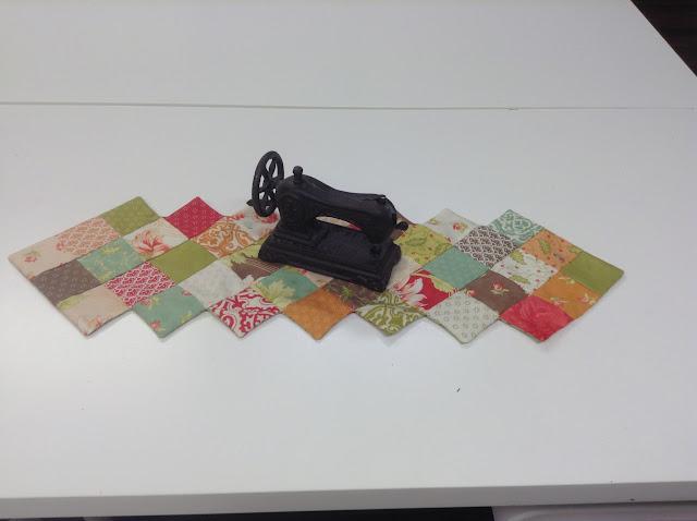 Coqueto centro de mesa muy rápido de hacer con un Mini Charm Pack de la colección Mirabelle