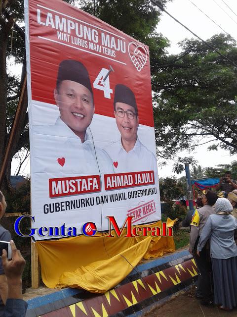 Permudah Pemilih, KPU Pesawaran Pasang APK Cagub-Cawagub