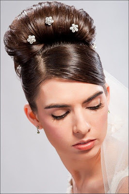 find your dream wedding hairstyle