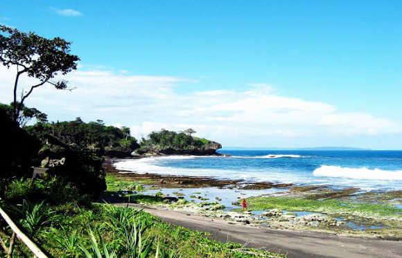 Pulo Batu Leuit di Pantai Madasari